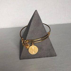 🆕 Bracelet display pyramid
